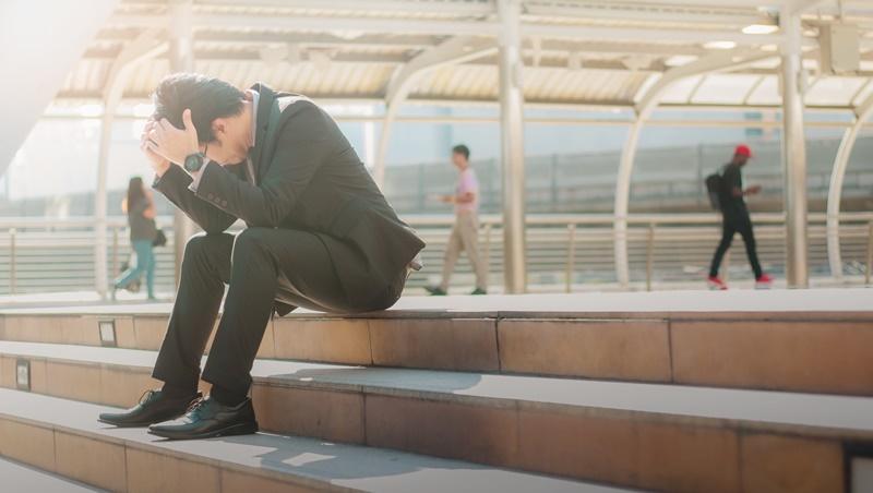 資優生進外商適應不良,辭職卻失業1年...臨床心理師:遇到挫折就一蹶不振,都是因為問錯「為什麼」
