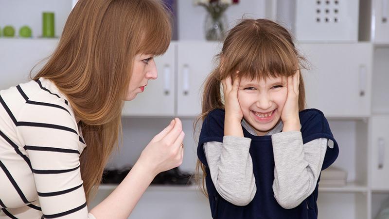 無法主導自己人生,總能要求孩子聽話吧...諮商心理師點破:親子衝突背後藏著「沒長大的父母」