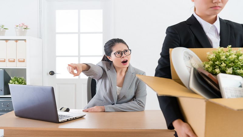 「懂不懂啊!你是豬嗎?」忍不住教訓同事...當了主管才懂:無法控制脾氣,只配過二流人生