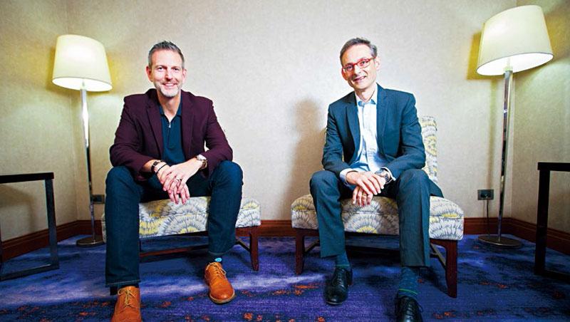 微軟全球人才招聘副總裁愛德華(左)與微軟亞洲人資長夏可涵(右)指出,企業文化是數位轉型成敗關鍵。