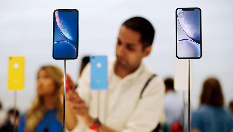 今年iPhone新機導入LCP天線及軟板技術,由嘉聯益接單,卻傳出明年蘋果可能改設計,該公司備受衝擊。