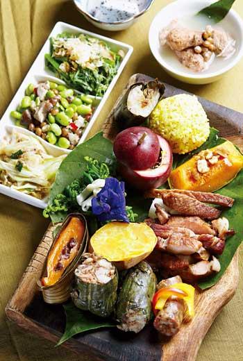 以個人套餐供應的排灣風味餐,彙集多項排灣族傳統菜色。