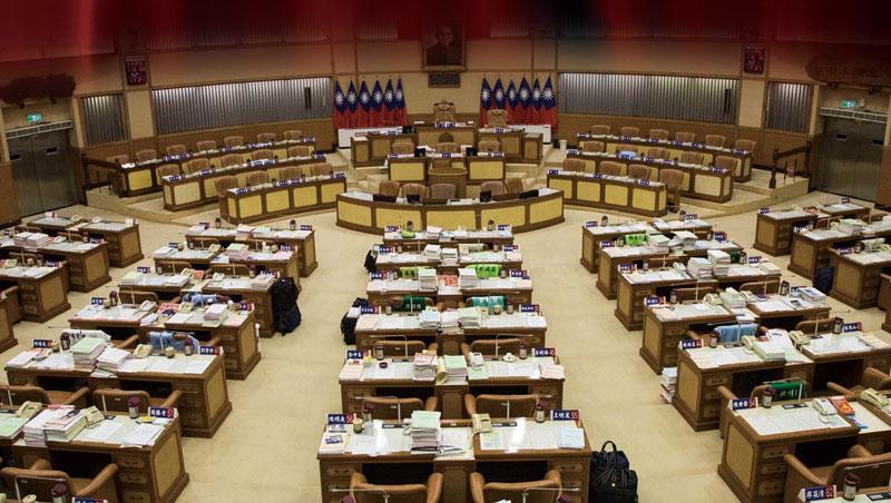 11月5日星期一新北市議會,本該審預算的日子,議員們卻集體請假,為了跑選舉,議場空無一人。這樣的議會,還有很多⋯⋯你知道,各縣市政府預算裡,幾乎都藏了一個議員「小金庫」嗎?