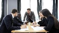 積極與會、手把手傳授工作經驗,為什麼新主管「太會做事」反而上任1個月走了一半員工?