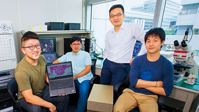 葉肇元(右2)前方的金色四方體,是價值上百萬元的Nvidia大賽冠軍獎品「AI個人超級電腦」,日夜為國內外知名醫院代訓AI醫師。
