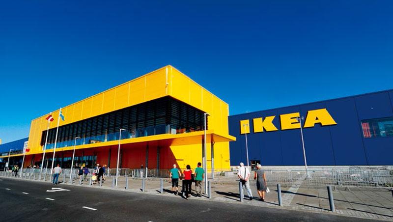 Ikea黃藍相間的大型店面,擅長塑造體驗空間的品牌形象,多年來早已深入人心。但隨著電商崛起,它也不得不力拚轉型。