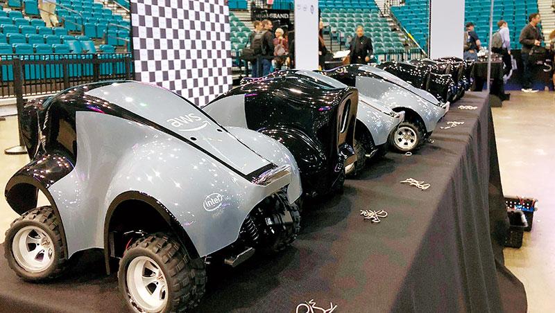亞馬遜推出118大小的自駕玩具車DeepRacer,讓使用者以有趣的方式認識機器學習。