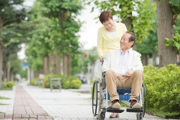 在宅照護,淺談過去與未來的發展