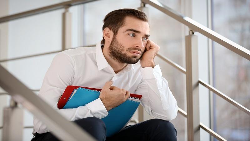 開會不給發言、提案沒下文...在職場被當空氣,到底哪裡惹到上司?管理顧問破解「3種可能」