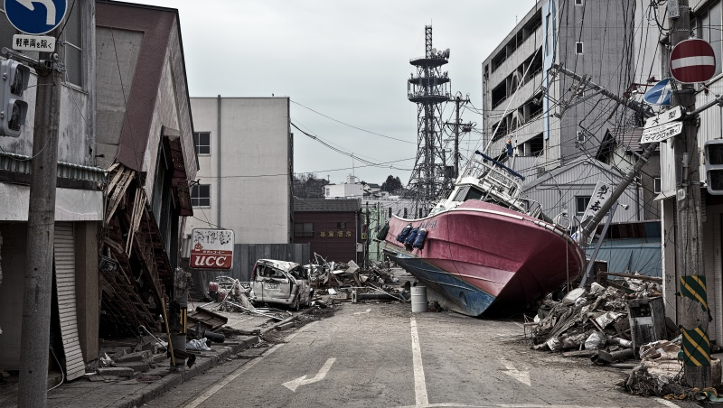老師父母都不在,百位小學生竟全員生還...一個311的「零罹難奇蹟」,給台灣防災教育的反省