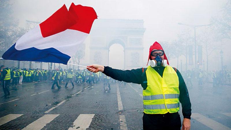「法蘭西內戰!」英媒如此評論「黃背心」,經濟不振與貧富對決是這次事件主因。