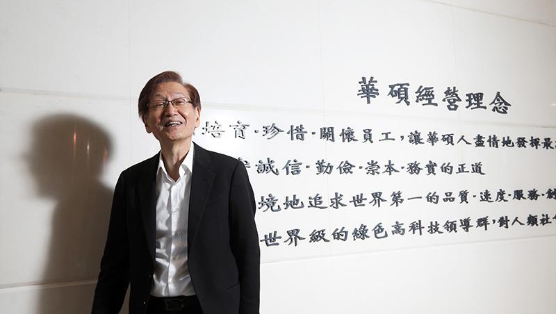寫在接班記者會後》平時溫文儒雅、受訪時卻有如舞台劇魂上身...鏡頭看華碩施崇棠最生動的企管課