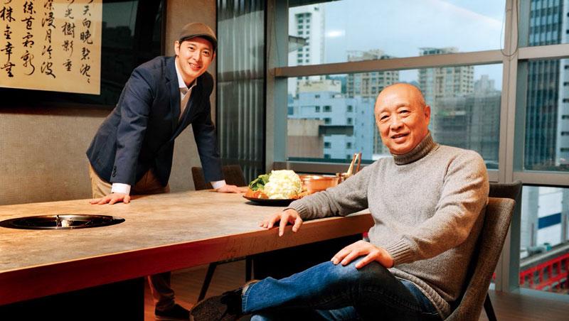 橘色執行長袁保華(左)從父親(右)手中接下老店,為求擴張改以集團化管理。他說:「我要做的是傳承,不是複製!」