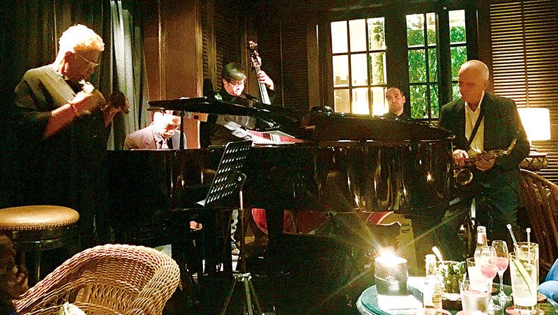 文華東方飯店一樓的「竹酒吧」是爵士樂迷的最愛。