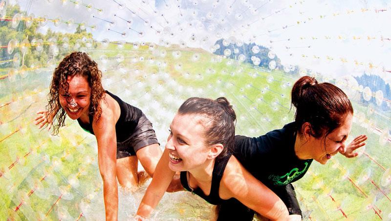 悠波球供1至3人乘坐,乘坐濕球,很難全「乾」而退。