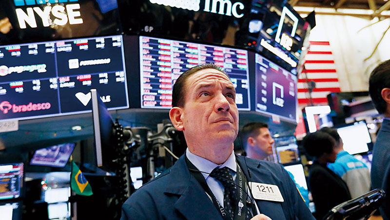 路透調查,70位債市分析師認為,美債殖利率將在2019年全面倒掛,明年經濟恐將落入衰退潮。