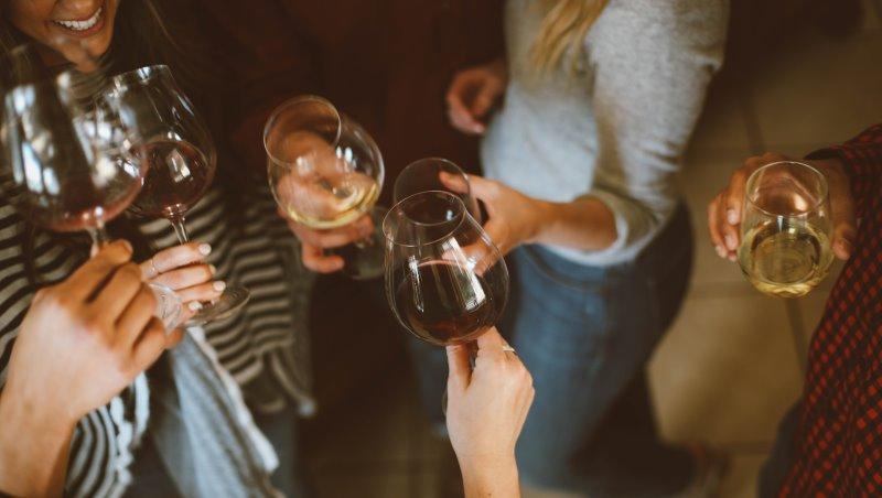 年末聚餐不知道該配什麼酒?中菜、台菜、泰國菜....世界級品酒大師的推薦選擇
