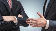 「業務是服務你,但不是欠你!」客戶至上的業務,遇到這種客人也只能說:請跟別人買!