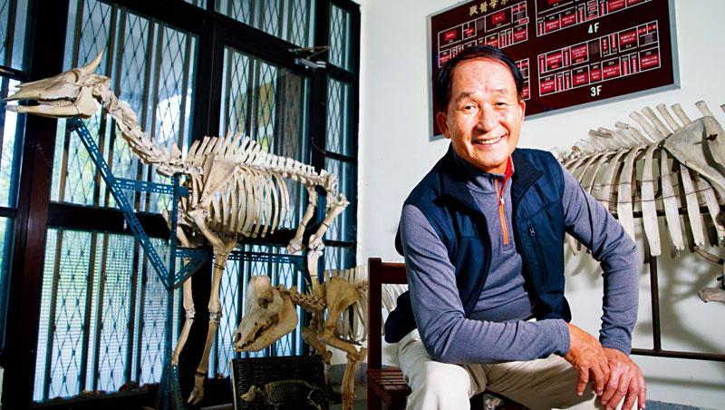 「退休12年其實可以不管了,但我還是覺得有責任,」賴秀穗說,口蹄疫失守是最大遺憾,如今豬瘟來襲,他不能不理。