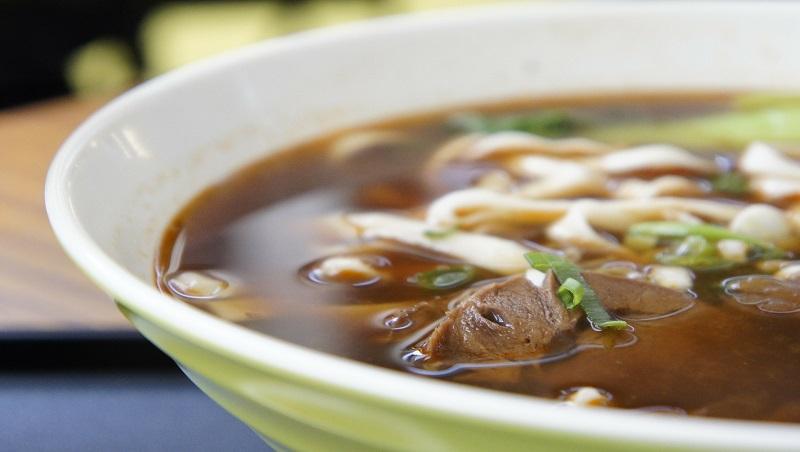 靠美食發展外交,到底行不行得通?日本開「咖哩研究室」,給台灣牛肉麵的啟示