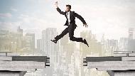 1張廢紙+5秒鐘,生出值6千萬的商業點子!他28歲就當上9間公司董事,傳授高效率的3個關鍵