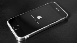 蘋果想挽救營收,竟然要靠「模仿微軟」?從與三星攜手推服務,看蘋果未來的戰略佈局