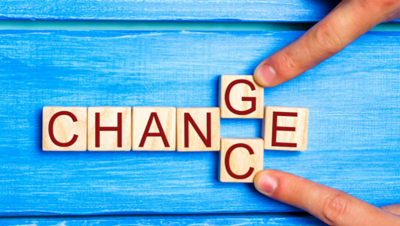 企業都在轉型,你能不改變嗎?借辦公桌創業,如今是中國最貴商業導師教你:3步驟成功換跑道