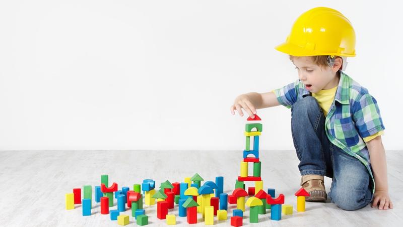 財經新聞其實不難!看理財專家用樂高積木,教孩子搞懂什麼是上市公司「申請重整」
