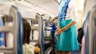 飛機上小孩哭鬧,該如何同時安撫嬰兒與抗議旅客?全日空傳奇空服員教你說服人最強的關鍵問句