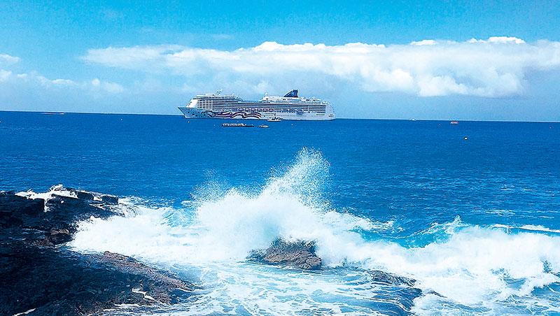 搭乘郵輪享受乘風破浪的旅程。