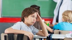 教室裡的「問題兒童」,被要求就診卻測出高智商...一個空軍飛官真實經歷的教養啟示