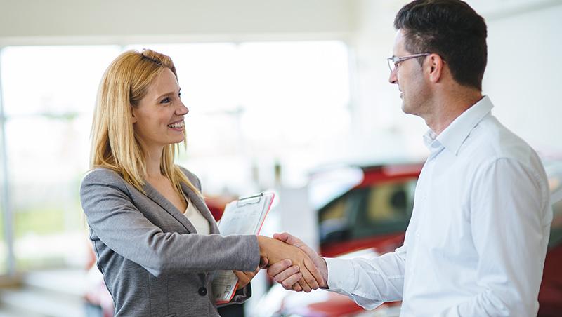 同樣300萬,他讓客戶捨棄「雙B」跟他買車!一個業務的故事,揭3個銷售必勝心法