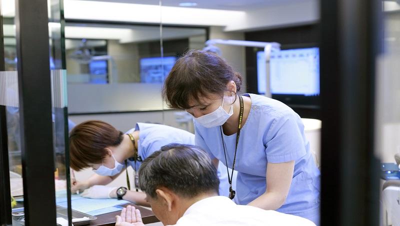 被家屬打,卻檢討護理人員態度不好...退役護理師的告白:為了成就台灣醫療,我們「無從反抗」