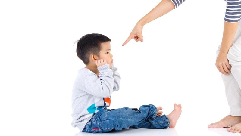 講都講不聽!為什麼孩子總要跟我作對?教養專家王宏哲:面對明知故犯孩子的4種溝通技巧