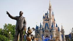 旗艦店的庫房門沒關是大忌!一次實習經驗,看懂迪士尼、LV打造成功品牌的背後魔法