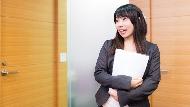 從約聘轉正加薪,只因順手多做了一件事!23歲跑腿小妹的職場啟示:要做別人不做的事