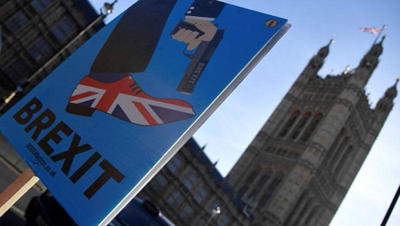 「別讓英國向下沉淪!」首相梅伊為她的脫歐協議辯護。長痛不如短痛,或許對英國才是最好策略。