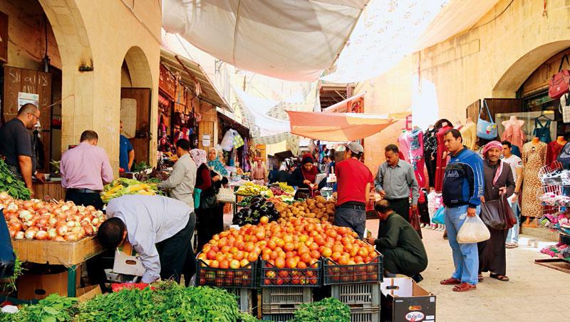 鹽城市中心街上的市集,兩側房舍均超過150歲齡,阿拉伯古代街市風情悠悠洋溢。