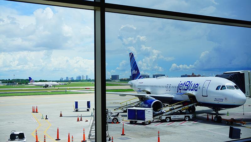 23歲創業就年收上億!從大學輟學生,到4家航空公司老闆...「捷藍」航空創辦人的成功故事
