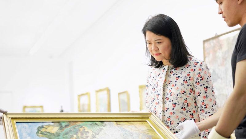 陳菁螢/現職:尊彩藝術中心總經理/經歷: 畫廊協會副理事長