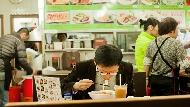 獨自上餐館、發現只有雙人套餐,你會怎麼做?吳若權:跟年輕時不一樣,大人的選擇是...