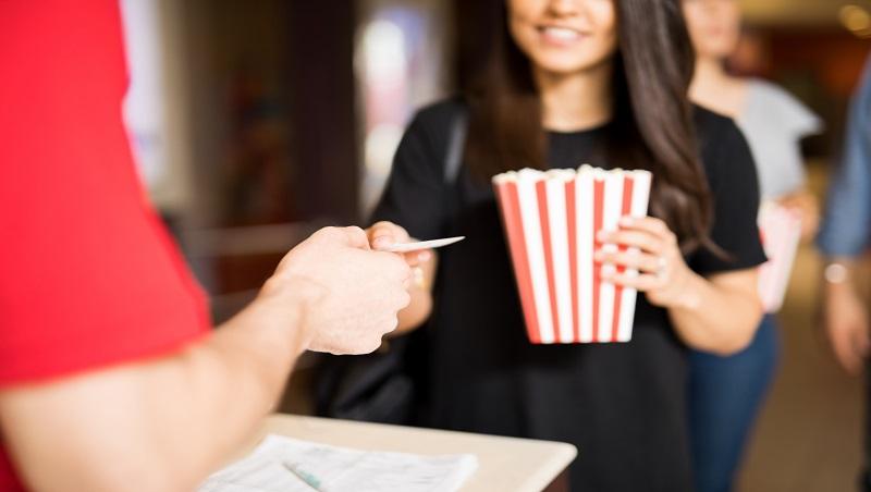 錢掉了,電影票照買;票弄丟卻不想花錢重買...經濟學教授點名:害你留不住錢的一個消費盲點