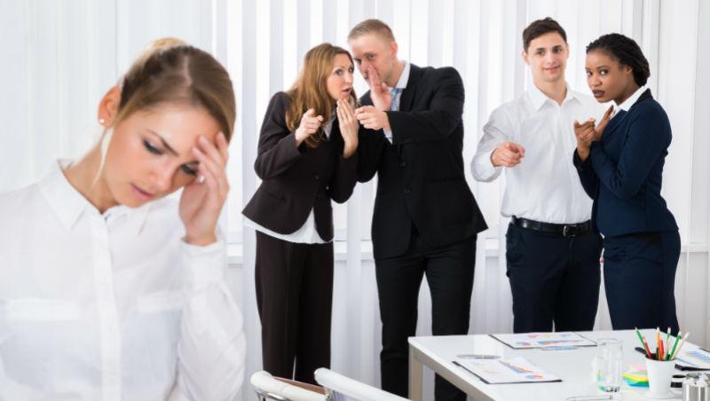 1年內被同事栽贓3次,卻不敢吭聲...過來人揭:職場裡最常背黑鍋的人,是可憐的好人