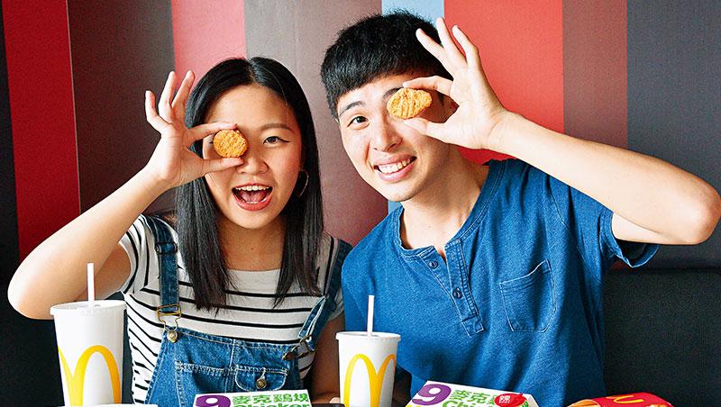 麥當勞利用產品小巧的特性,搭配手指舞短影音,在年輕族群掀起PK潮。