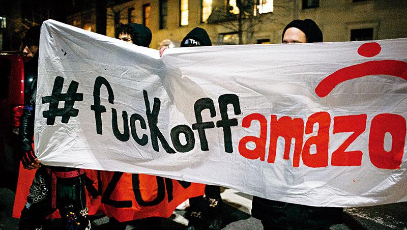 拒絕亞馬遜入駐的紐約人走上街頭,抗議州與市政府跳過諮詢,便達成補貼的協議。