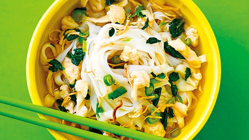 老李私房麵走零麩質、少糖鹽且低卡的亞洲口味,雖受素食客歡迎,但抱著嘗鮮心態的一般消費者多評價口味偏淡,還得另加味噌。