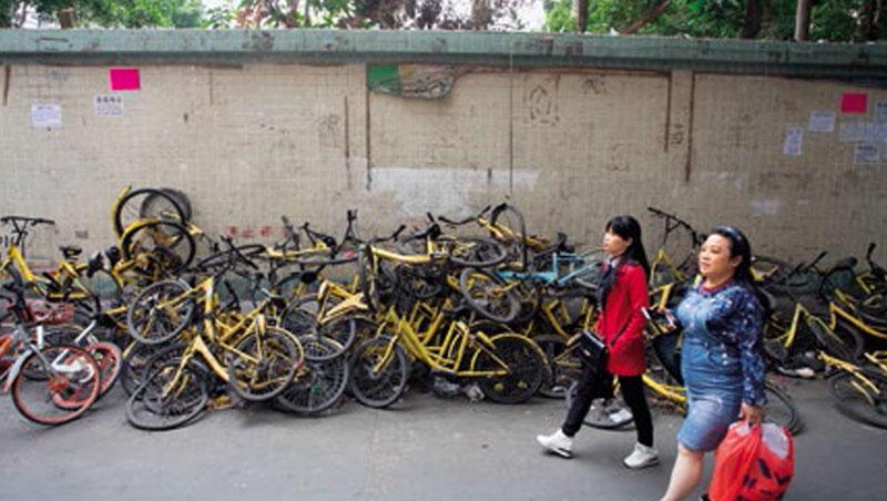 共享單車曾是中國引以為豪的新經濟代表,但連年虧損加上創投縮手,淪為燙手山芋。