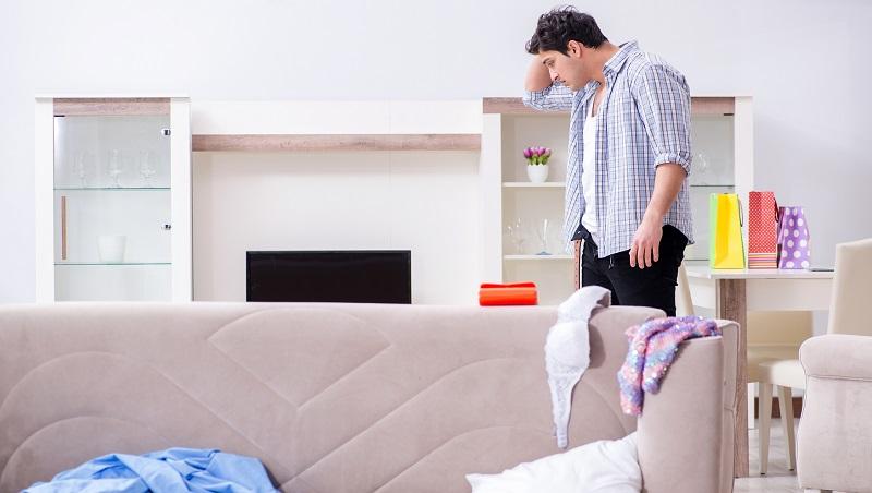 縱容丈夫亂扔衣襪,就是在消耗自己的婚姻!心理諮商師:建立「生活界線」改善家庭關係