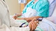 「擔心睡醒後癱瘓更嚴重,一直沒敢闔眼...」住進加護病房那夜,醫師的中風告白