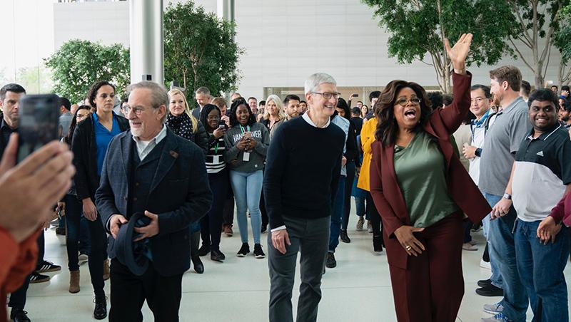 找大咖拍片、推全新信用卡…一場毫無意外的發表會,看蘋果賭上的2個未來